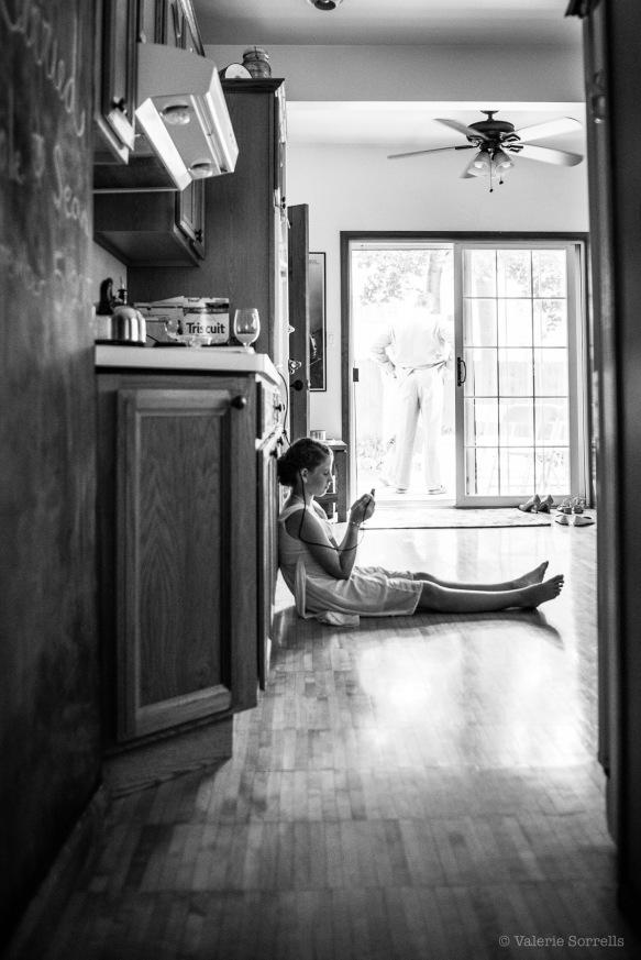 Bridesmaid in kitchen